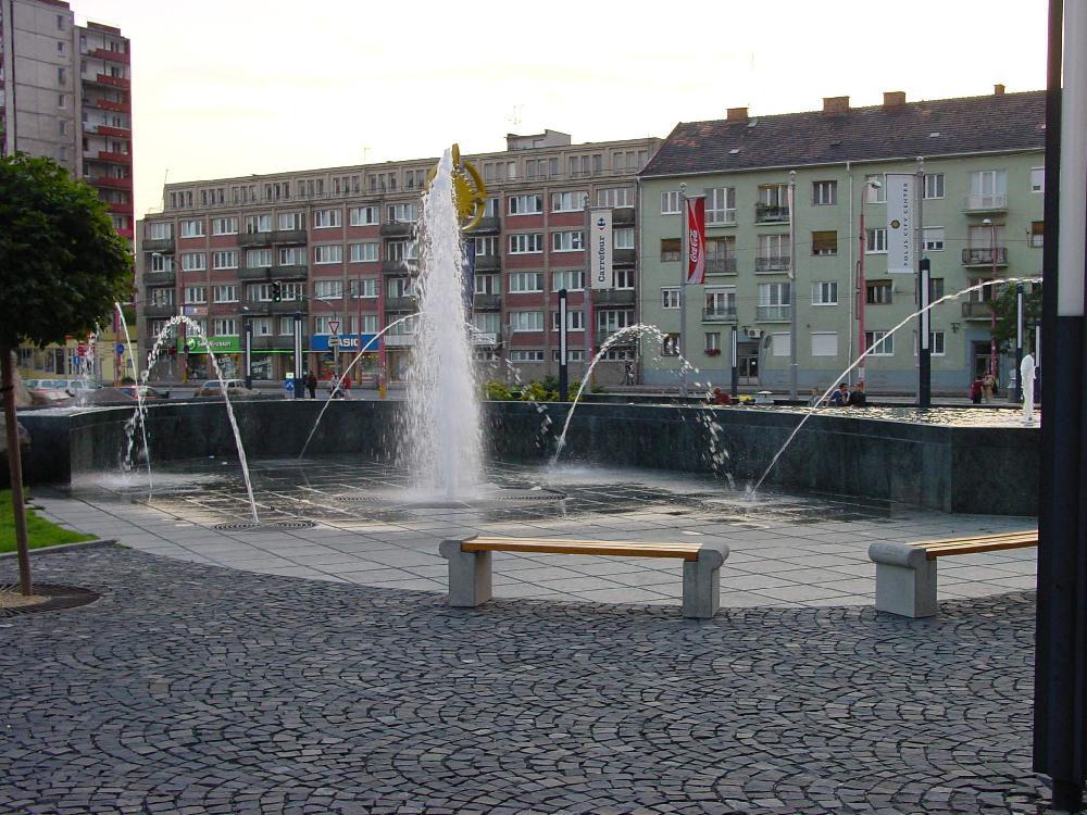 Zentrale Düse mit 5 Wasserkanonen und Wasserfall