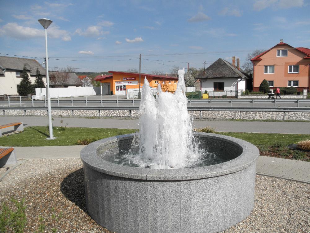 Klassische Brunnen mit 3 Düsen