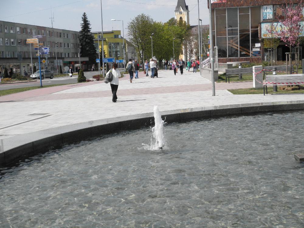 Beckenbrunnen mit 3 Düsen
