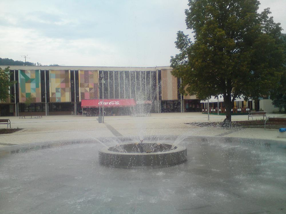 Brunnen mit Fandüsen