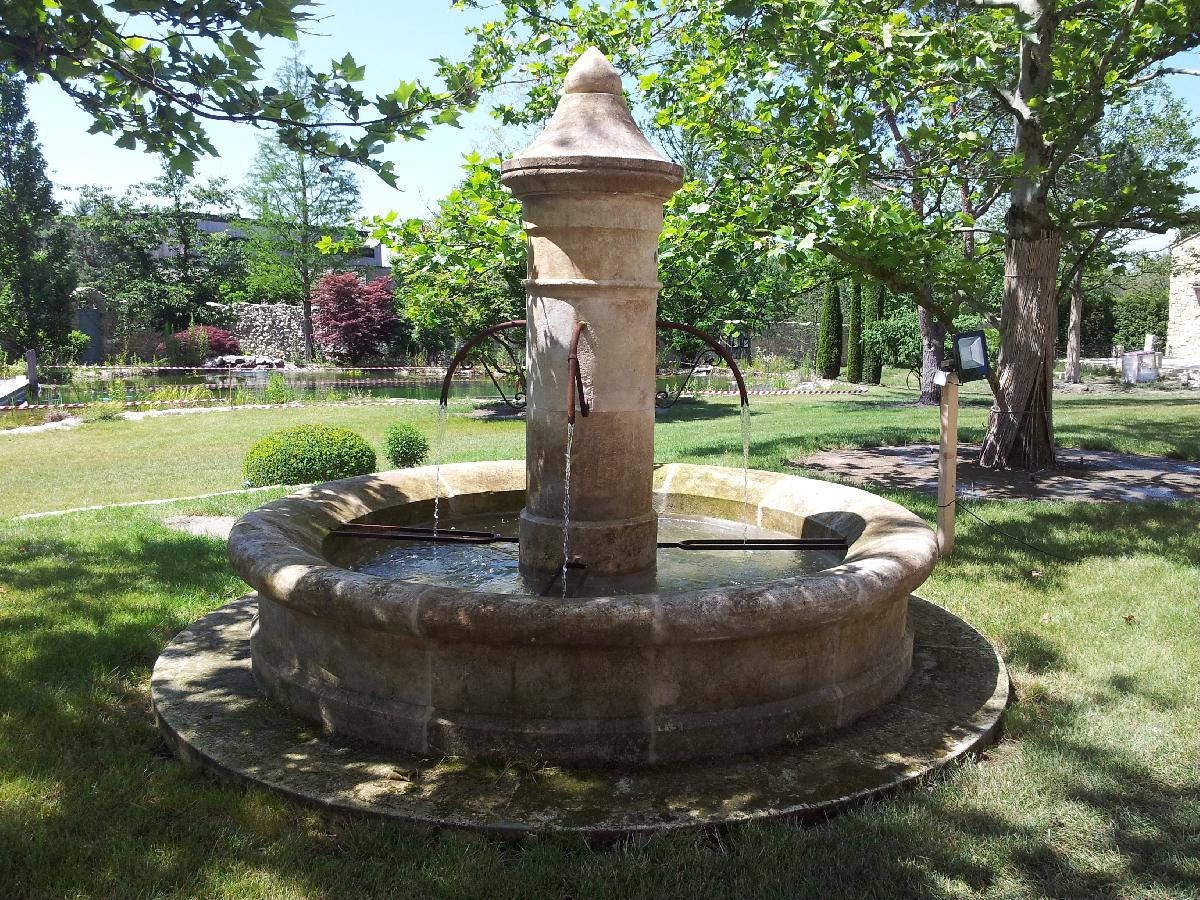 Barokbrunnen mit Beleuchtung