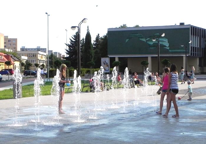 Begehbarer Springbrunnen mit 8 Wasserkanonen