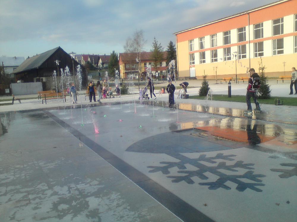 Begehbarer Springbrunnen mit 20 Düsen und Wasserkanone